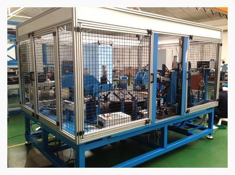 Máquina para fabricación de bisagras de gran tamaño para sector de Automoción