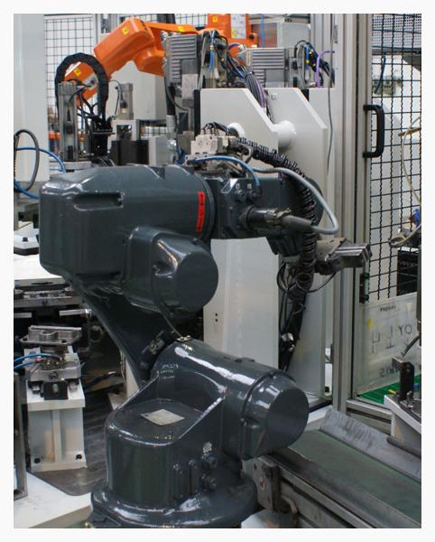 Robot para manipulación y salida de piezas